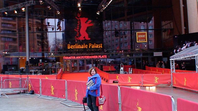 Alexandra Hołownia przed Pałacem Berlinale, Fot. Biuro prasowe Berlinale