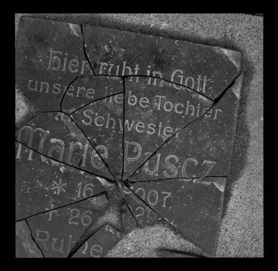 """Cykl """"Cmentarz zamknięty"""": """"Opole, 1978"""", fot. Andrzej Jerzy Lech"""
