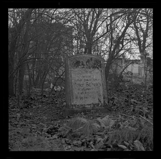 """Cykl """"Cmentarz zamknięty"""": """"Opole, 1979"""", fot. Andrzej Jerzy Lech"""