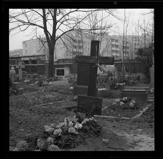 """Cykl """"Cmentarz zamknięty"""": """"Opole,1980"""", fot. Andrzej Jerzy Lech"""