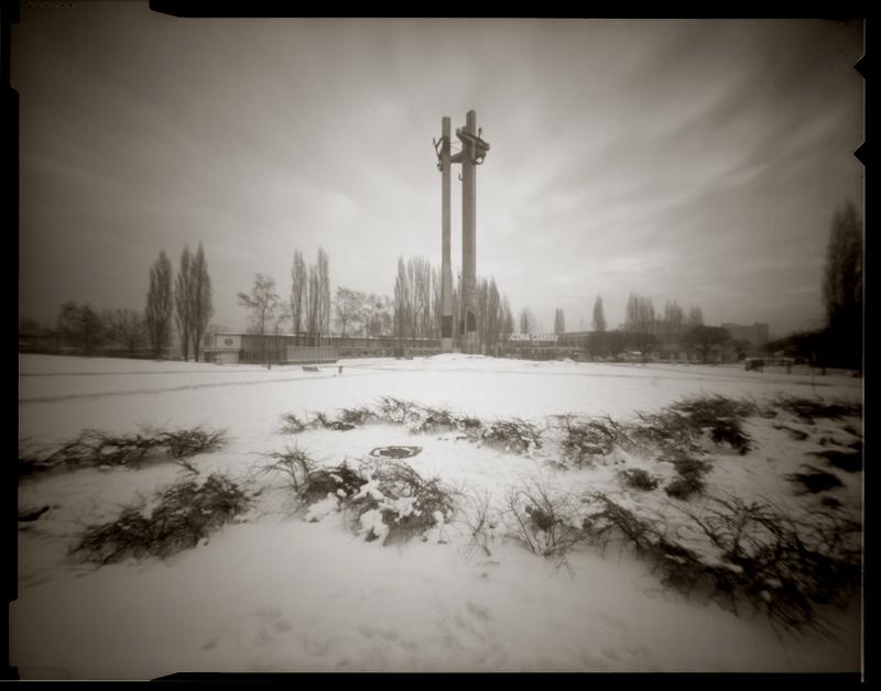 """Cykl """"Fotografia otworkowa"""": """"Gdańsk, Polska, 1996"""", fot. Andrzej Jerzy Lech"""
