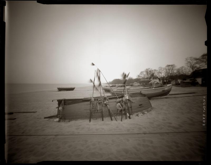 """Cykl """"Fotografia otworkowa"""": """"Moma, Mozambique, 1997"""", fot. Andrzej Jerzy Lech"""