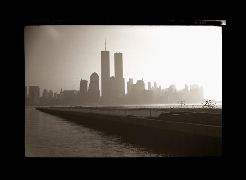 """Cykl """"Kalendarz szwajcarski, rok 1912"""": """"New York, New York, 2000"""", fot. Andrzej Jerzy Lech"""
