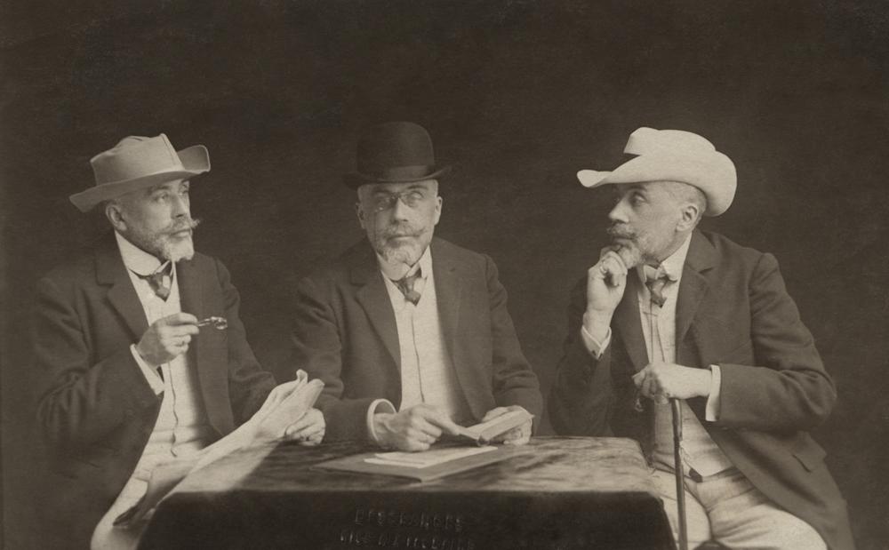 Desgrandes – zakład fotograficzny, Ignacy Witkiewicz (stryj S. I. Witkiewicza) udajacy swioch braci, ok.1900 (dzięki uprzejmości Stefana Okołowicza)