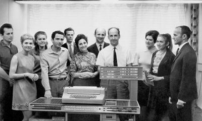 Warszawa, druga połowa lat 60. Jacek Karpiński z zespołem przy komputerze KAR-65. Fot. ze zbiorów Doroty Karpińskiej