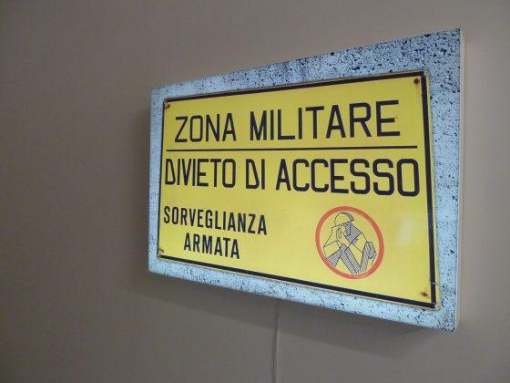 """Paweł Kowalewski, """" Zona Militare Divieto Di Accesso"""", 2012, fot. materiały organizatora, lightbox, dzięki uprzejmości Galerii Propaganda"""