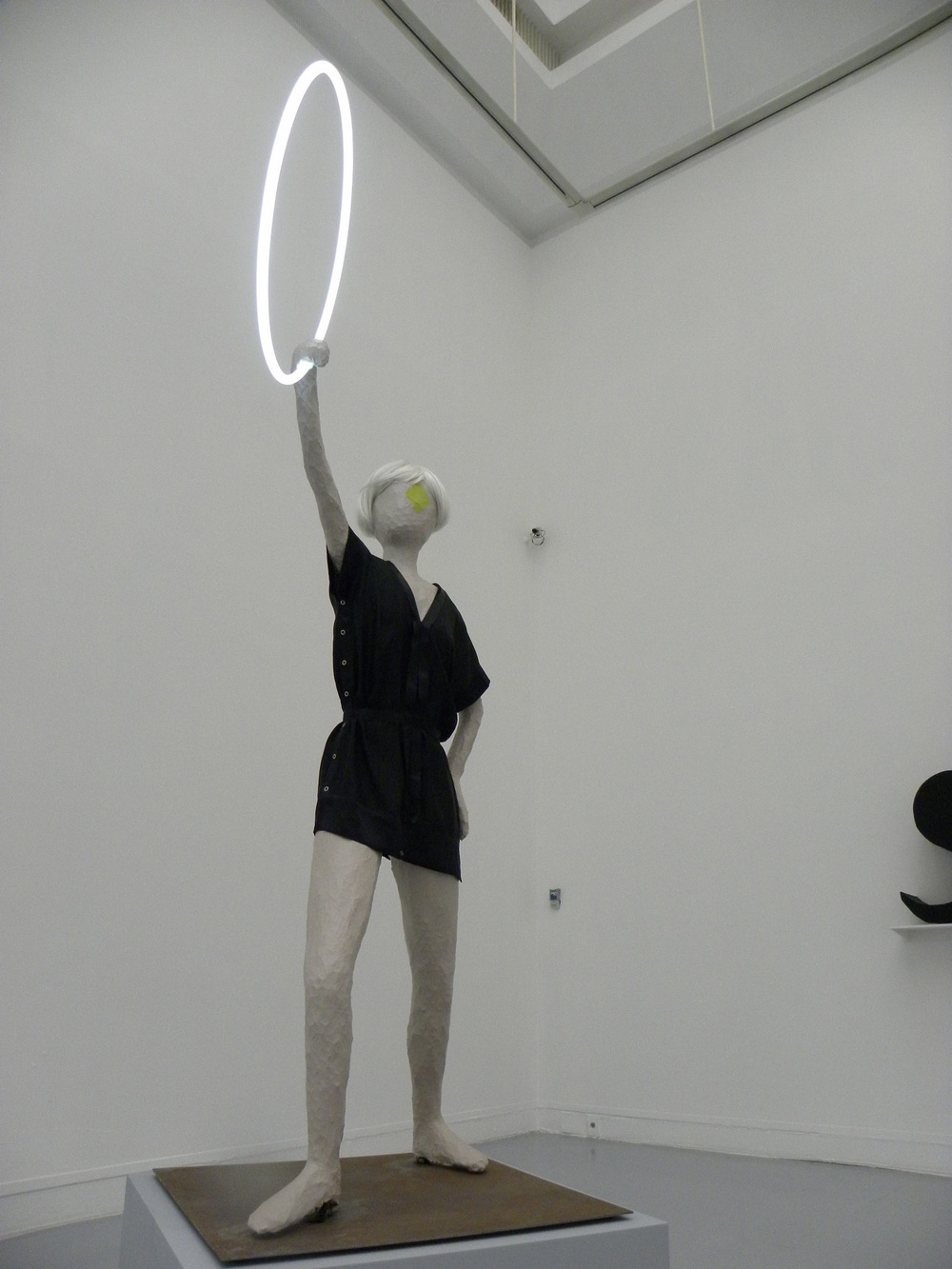 """Mai Thu Perret z Ligią Dias, """"Wróżka Nowoczesności"""", 2005, fot. Piotr Sikora"""