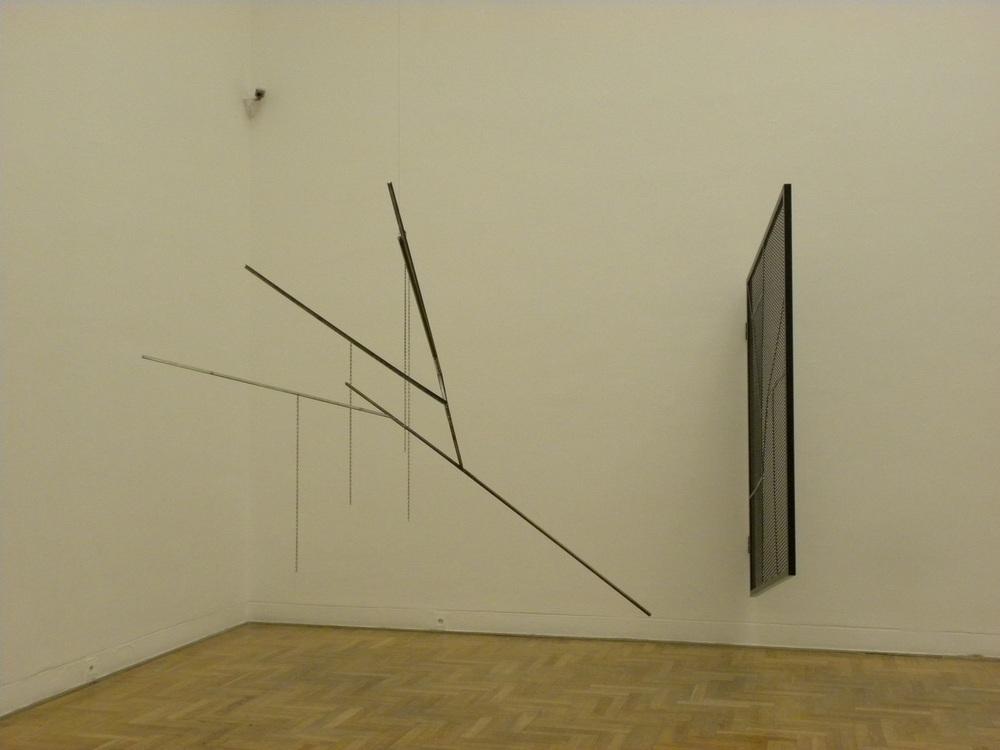 """Martin Boyce, """"Gdzie cienie śnią o świetle"""", 2010, fot. Piotr Sikora"""