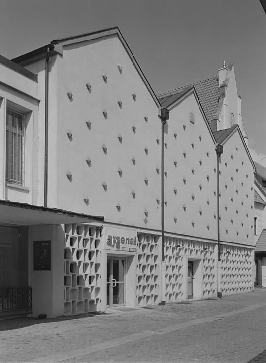 Budynek Galerii Miejskiej Arsenał, fot. B. Biegowski (źródło: materiały prasowe Galerii Arsenał)
