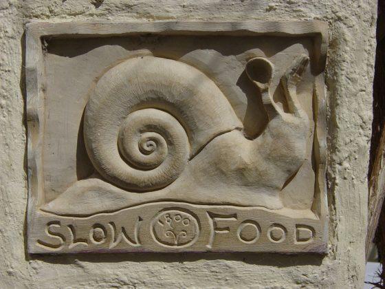 Slow food (źródło: Wikipedia. Wolna Encyklopedia. Zdjęcie na licencji Creative Commons)