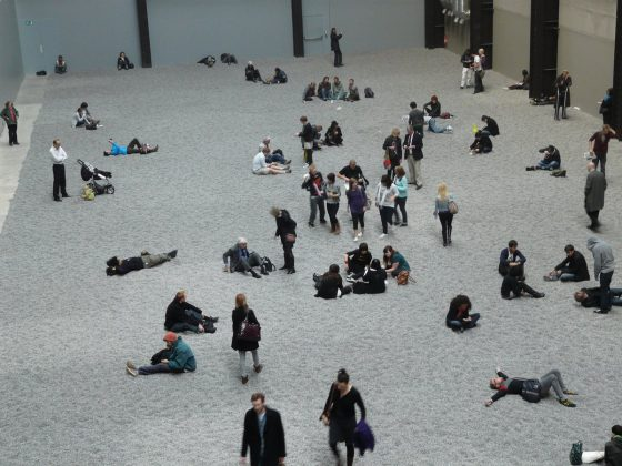 """Ai Weiwei, """"Sunflower Seeds"""" w Tate Modern w Londynie, fot. Loz Pycock, London, UK (źródło: Wikipedia Wolna Encyklopedia. Zdjęcie na licencji Creative Commons)"""