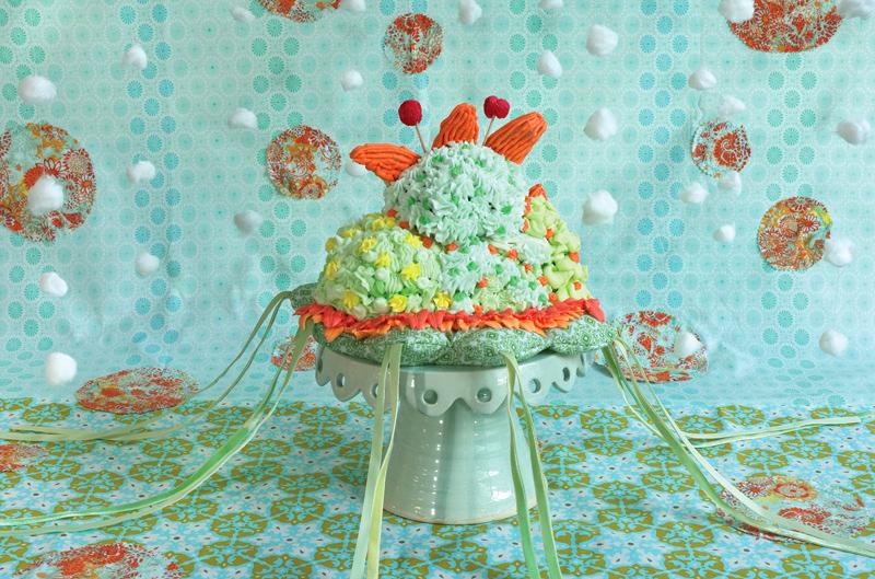 """Amy Stevens """"Confections (adorned) #25"""" z cyklu """"Słodycze"""", 2012 (źródło: materiały prasowe organizatora)"""