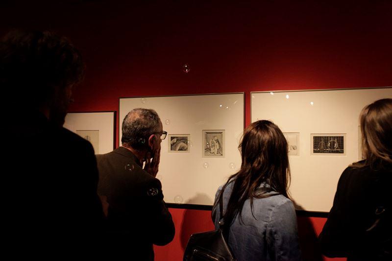 """Widok wystawy """"Max Ernst – Kochanek wyobraźni"""", Muzeum Sztuki i Techniki Japońskiej Manggha w Krakowie, 2013, fot. Gregory Michenaud (źródło: dzięki uprzejmości organizatorów)"""