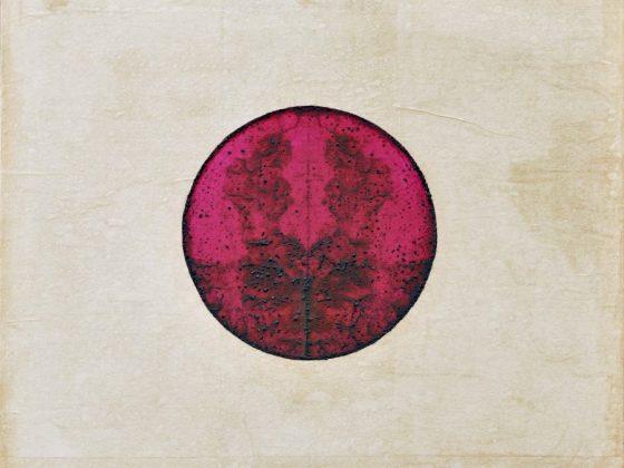 """Aga Piotrowska, """"01130613"""", fuksyna, bibuła japońska, płótno, 34x40, 2013, fot. Galeria Sztuki w Legnicy (źródło: materiały organizatorów)"""