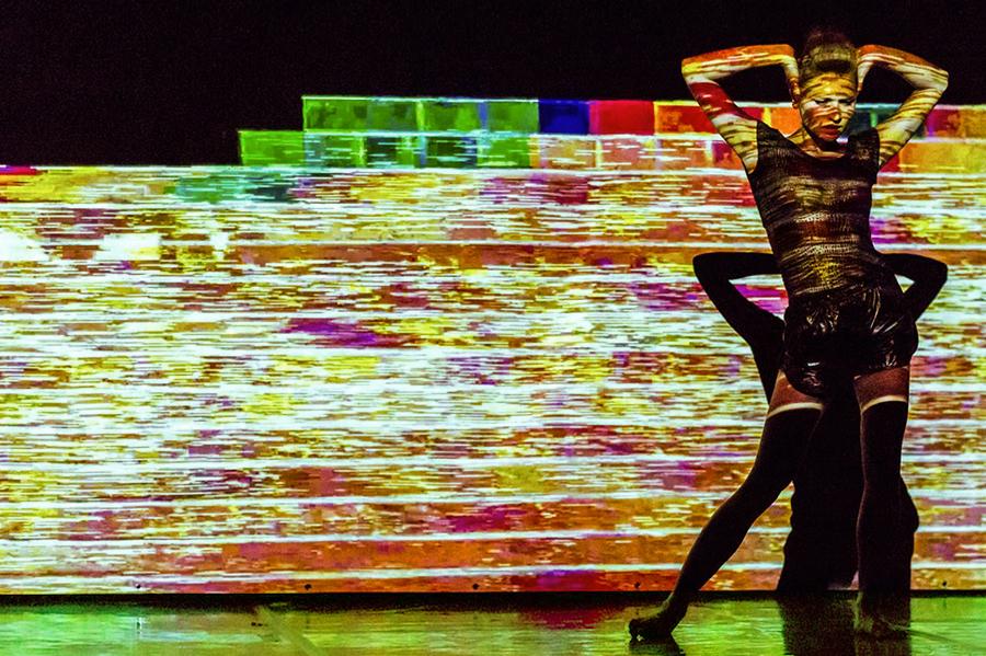 """Dance performance """"Anonymous"""", taniec solo: Gosia Mielech, muz. An On Bast, Pawilon Nowa Gazownia w Poznaniu, lipiec 2014 (źródło: dzięki uprzejmości artystki)"""