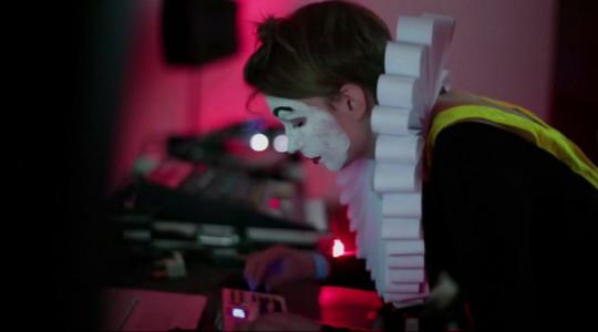 """Olga Warabida w trakcie realizacji autorskiego projektu """"Modern Pierrot"""", Kapsztad, Festiwal: Live Performance Meeting, listopad 2013 (źródło: dzięki uprzejmości artystki)"""