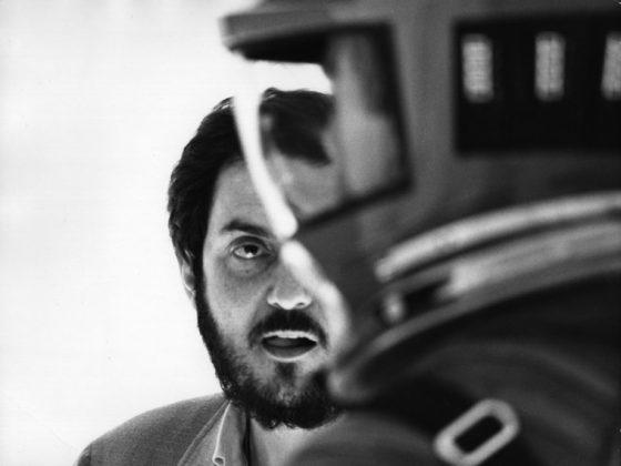 """Stanley Kubrick podczas realizacji zdjęć do filmu """"2001: Odyseja kosmiczna"""" (Wlk. Bryt./USA, 1965-68). © Warner Bros. Entertainment Inc. (źródło: materiały prasowe organizatora)"""