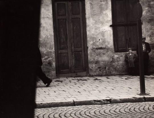 """Zdzisław Beksiński, """"Zamknięte drzwi"""", 1958, ze zbiorów Muzeum Narodowego we Wrocławiu (źródło: dzięki uprzejmości autora i organizatorów)"""