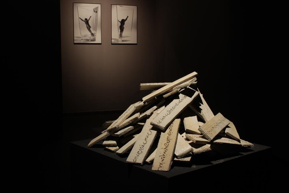 """Anna Płotnicka, """"Trzymam się powietrza"""", Galeria Sztuki Wozownia w Toruniu, 2015 (źródło: materiały Galerii)"""