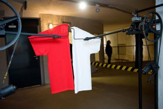 """Wystawa """"Niemcy nie przyszli"""", praca Tomasza Opani, fot. Małgorzata Kujda, 2014 (źródło: dzięki uprzejmości Muzeum Współczesnego we Wrocławiu)"""
