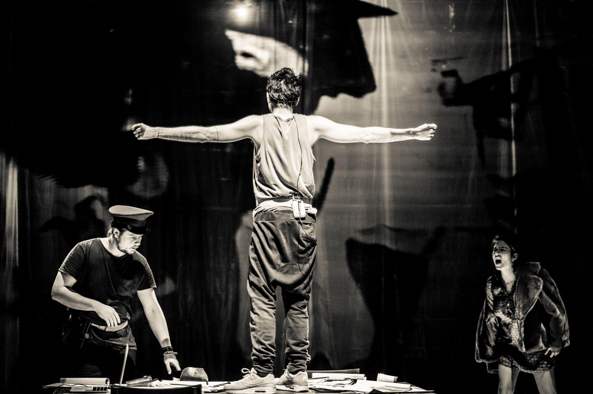 """""""Holzwege"""", TR Warszawa, 2016, fot. Anna Tomczyńska (źródło: dzięki uprzejmości Teatru)"""