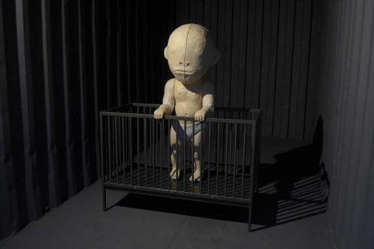 """Fragment wystawy """"Home Sweet Home"""", Kielce, 2015, fot. Z. Kamieński (źródło: materiały Kwartalnika Rzeźby Polskiej Orońsko)"""