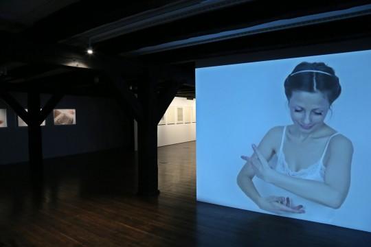 """""""Małgorzata Dawidek. Bodygraphy"""", Galeria Sztuki Wozownia w Toruniu, 2016, fot. Kazimierz Napiórkowski (źródło: dzięki uprzejmości organizatora)"""