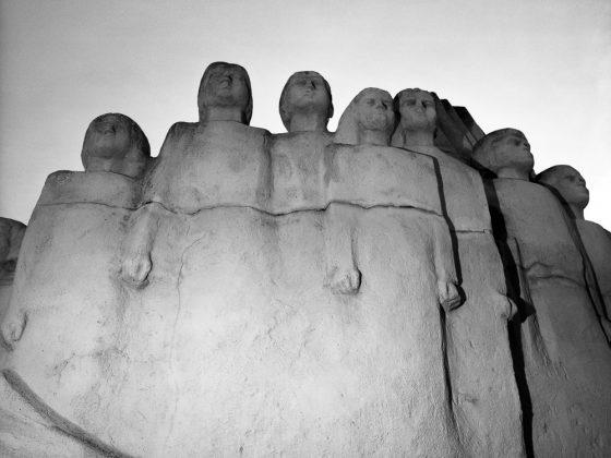 """Pomnik Dzieci Wrzesińskich, Września – Adam Lach """"Nibyland"""" Kolekcja Wrzesińska 2015 (źródło: dzięki uprzejmości autora)"""