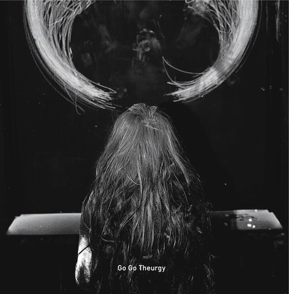 """Anna Zaradny, """"Go Go Theurgy"""", 2016, performans i okładka płyty, fot. Magda Wunsche (źródło: materiały prasowe organizatora)"""