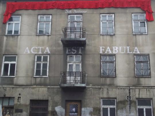 """Anka Leśniak, """"Fifi Zastrow. Acta est fabula"""", instalacja inspirowana biografią Fifi Zastrow, ul. Jaracza 34, Łódź 2015, fot. z archiwum artystki (źródło: dzięki uprzejmości autorki)"""
