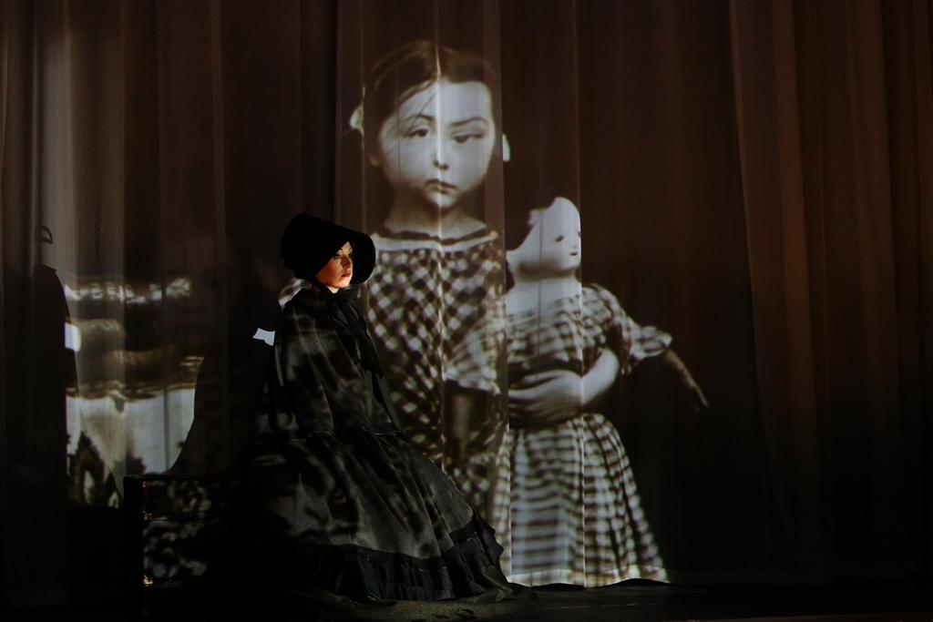 """""""The Turn of the Screw"""" (""""Dokręcanie śruby""""), reż. Natalia Babińska, Opera na Zamku w Szczecinie, 2016, fot. M. Grotowski © Opera na Zamku (źródło: dzięki uprzejmości organizatora)"""