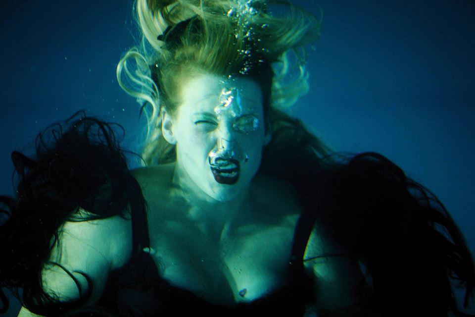"""Juliana Snapper, """"Ty, który powstaniesz z powodzi"""", 2009 (fot. Miha Fras, Aksioma) (źródło: materiały prasowe organizatora)"""