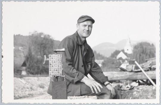 Jerzy Jarnuszkiewicz około 1946 roku, fot. nn, archiwum rodziny artysty (źródło: materiały Kwartalnika Rzeźby OROŃSKO)