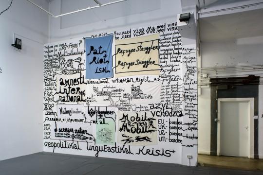 Babi Badalov, Geopolityczny kryzys językowy wschodniej Europy, instalacja, 2017; fot. Wojciech Pacewicz (źródło: materiały prasowe organizatora)