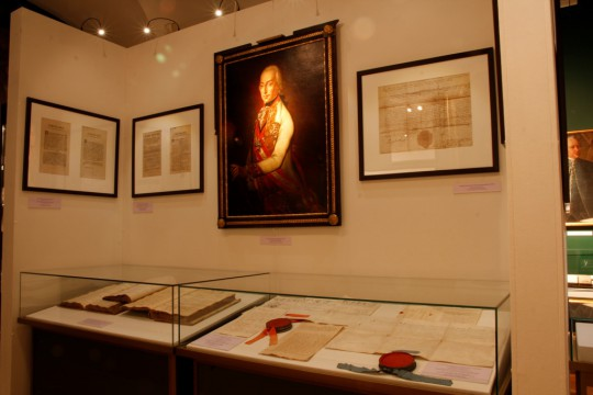 """Widok ekspozycji """"Pod znakiem róży nad Białą"""" (źródło: materiały prasowe Muzeum Historycznego w Bielsku-Białej)"""