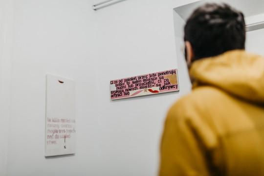 """Paweł Susid, """"Widzę, że sobie nie radzicie"""", Galeria Henryk, fot. StudioFILMLOVE (źródło: materiały prasowe galerii)"""