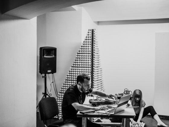 """Scott Cazan, projekt """"Niewyczerpalność"""", Galeria Bunkier Sztuki w Krakowie, Fot. Studio FilmLOVE (źródło: materiały prasowe organizatora)"""