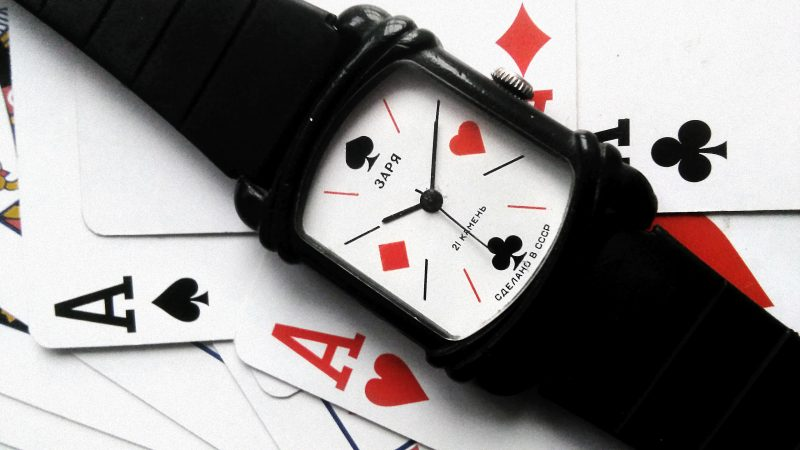 Zegarek Zaria z karcianą tarczą