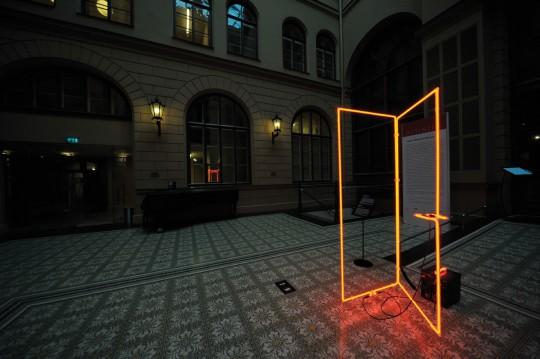 """Jarosław Perszko, """"Drzwi bez tytułu"""", 2014, Muzeum Sztuki Riga Bourse, fot. L. Golec (źródło: materiały prasowe kwartalnika)"""