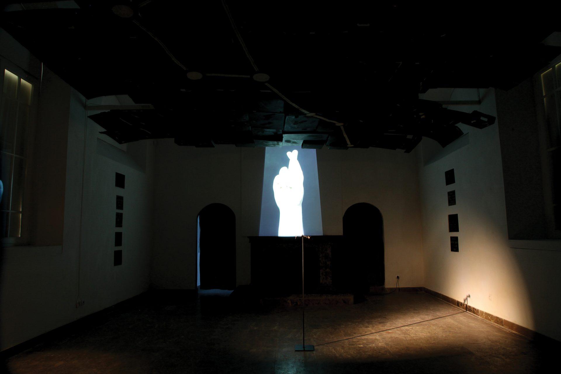 "Irmina Rusicka, ""Finger crossed"", 2018, video, fot. J. Gaworski (źródło: materiały prasowe organizatora)"