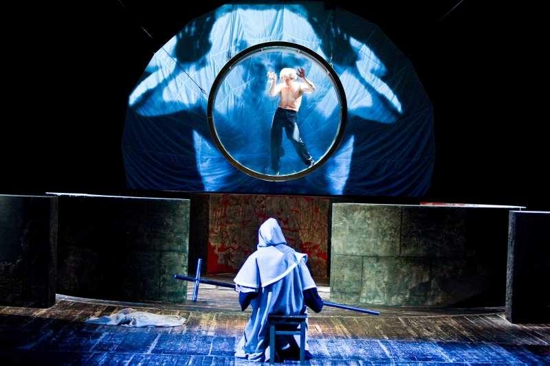 """""""Artaud. Sobowtór i jego teatr."""" (S. Czacki, P. Wasilkowski, M. Oleksy) - fot. K. Bieliński"""