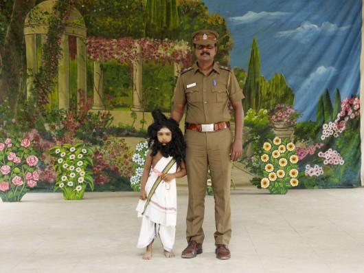 Nandini Valli Muthiah, Ikoniczny poeta z ojcem, 2008, z serii Przebrania, dzięki uprzejmości artystki