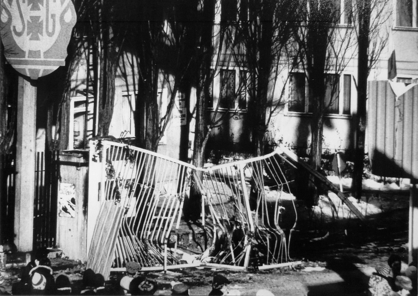 Fot. Janusz Rydzewski, Pacyfikacja Stoczni Gdanskiej, tryptyk-1,16XII 1981- fragment, (fot.dzięki uprzejmości autora)