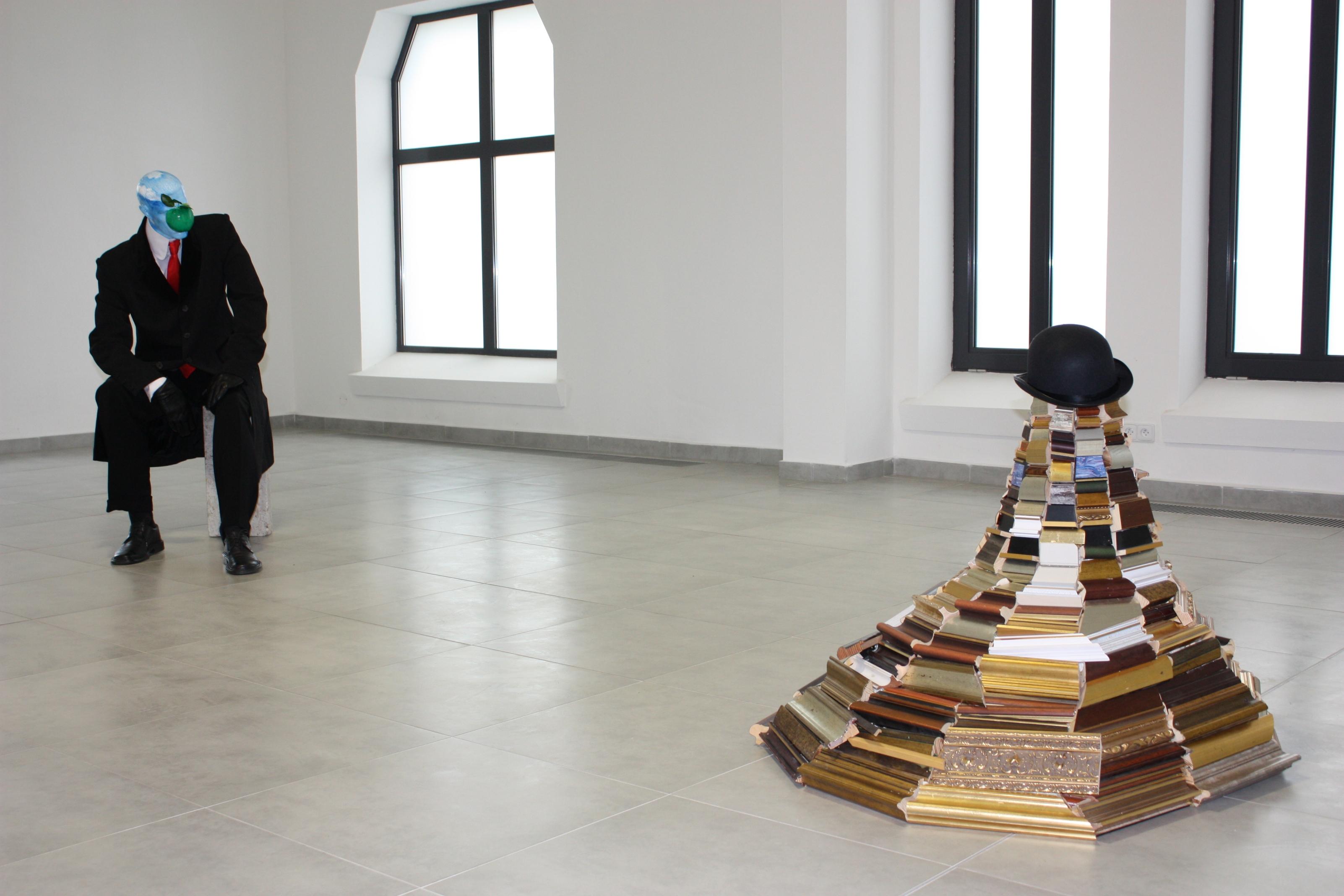 Marcin Berdyszak, 45 lat syna człowieczego Magritte'a I, Tatranská Galéria, Poprad, Słowacja 2010 (zdjęcie udostępnione przez organizatora)