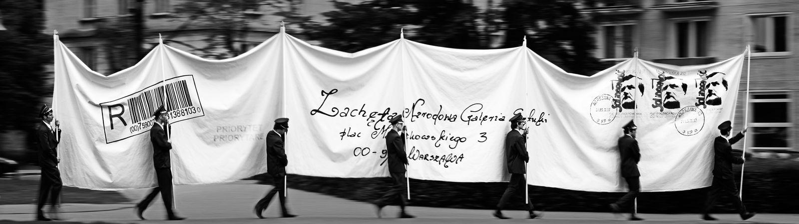 Goshka Macuga, List, 2011, gobelin, fot. Przemysław Pokrycki (źródło: materiały prasowe Zachęty Narodowej Galerii Sztuki)