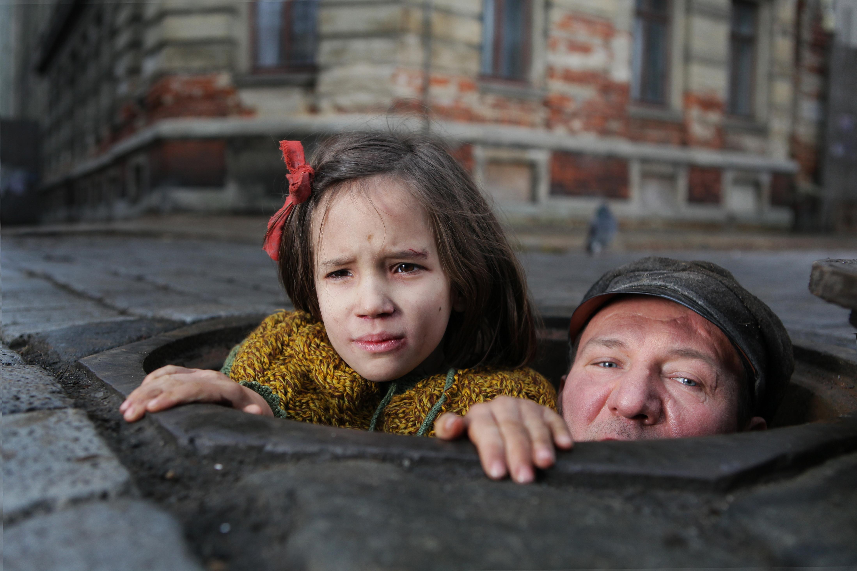 Kadr z filmu W ciemności Agnieszki Holland, fot. Robert Pałka / Fotos-Art, prod. Studio Filmowe Zebra