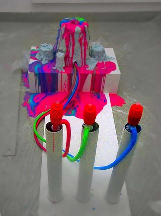 """Szymon Burak, """"Rraazzz"""", instalacja, obraz, olej, płótno (źródło: materiały prasowe Fundacji Promocji Sztuki Współczesnej)"""