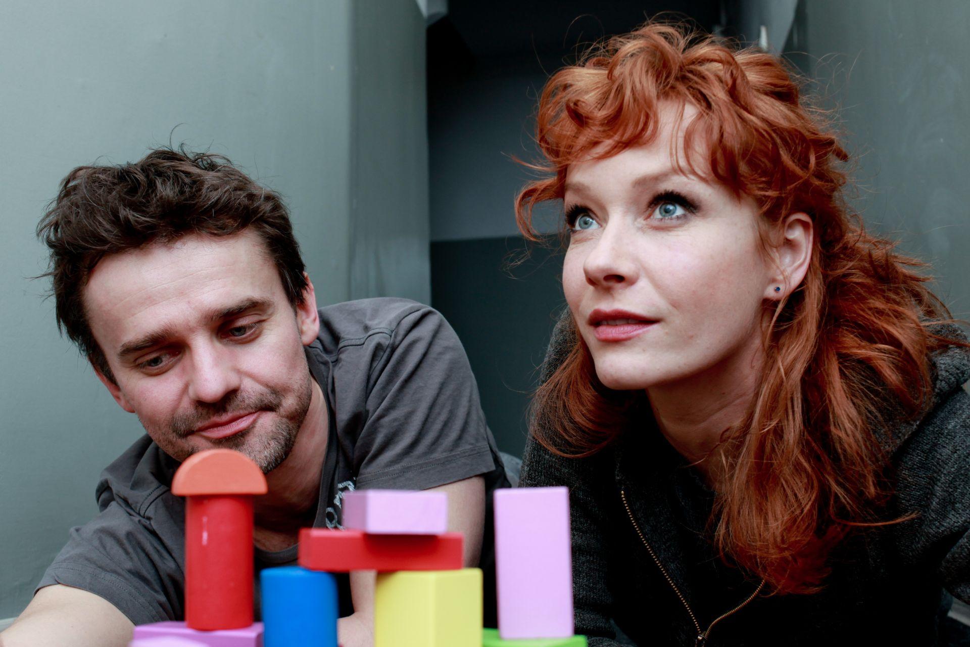 """Spektakl """"d o w n_u s"""" z Magdaleną Walach i Marcinem Sianko (źródło: materiał prasowy organizatora)"""