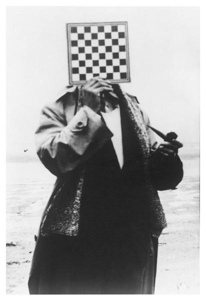 """""""Olbrzym"""", Paul Nougé, Wybrzeże belgijskie, 1937© Ch. Herscovici – SABAM Belgium 2012 (źródło: materiały prasowe)"""