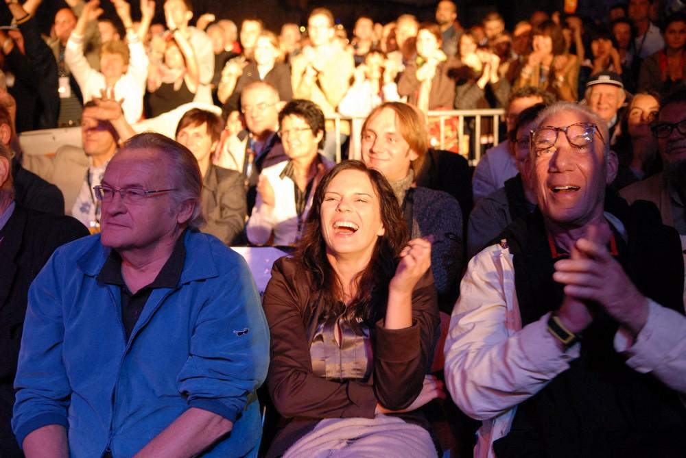 """Publiczność na festiwalu """"Dwa Brzegi"""", fot. Katarzyna Rainka (źródło: materiały prasowe organizatora)"""